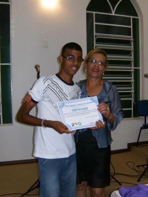 Presidente da APADA - Sra. Isabel faz entrega de Certificados