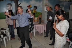 Rev. Fabiano Loureiro  pastor distrital da Igreja do Nazareno apresentando o Pr Jorge e Miss Cristina aos participantes e dando-nos a liberdade necessária à realização do evento.